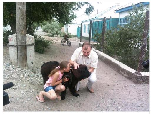 Школьница из Киргизии получила щенка от Президента России В.Путина
