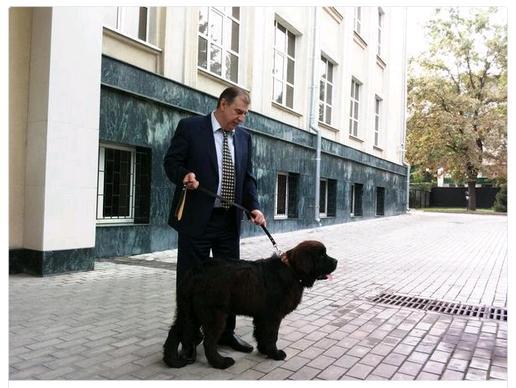 Посол России А.Крутько везёт девочке из Балыкчи щенка от Президента России В.Путина